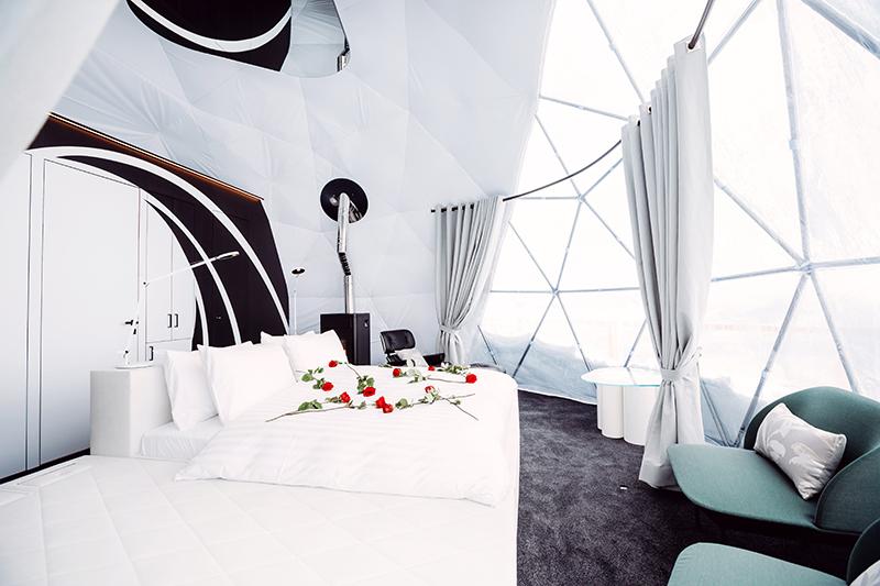 Glamping Whitepod Eco-Luxury Hotel
